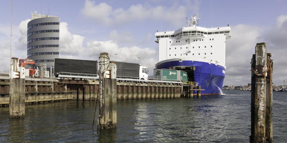 """Ferry """"MS Princess Seaways"""" in IJmuiden"""